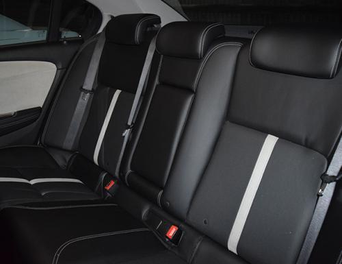 Holden-Calais-Sedan-Limousines-1